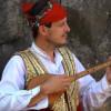"""Agron Pllumaj """"Maestro"""" – Melodi me çifteli kushtuar Tomë Bojaj"""