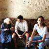 Emina Çunmulaj ndihmon disa familje që jetojnë në varfëri ekstreme në rrethinë të Shkodrës