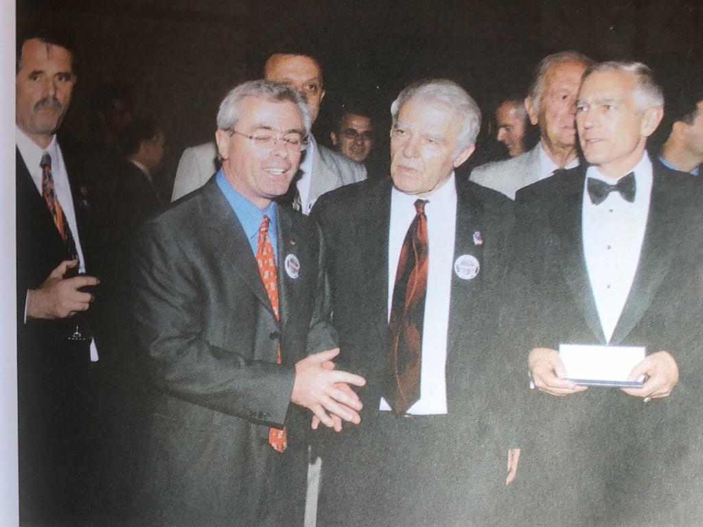 Nga e majta, Rrustem Geci, Harry Bajraktari, Lekë Gojçaj dhe Gjenerali Wesley Clark.